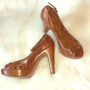 Vince Camuto Rare All Leather Embossed Platform
